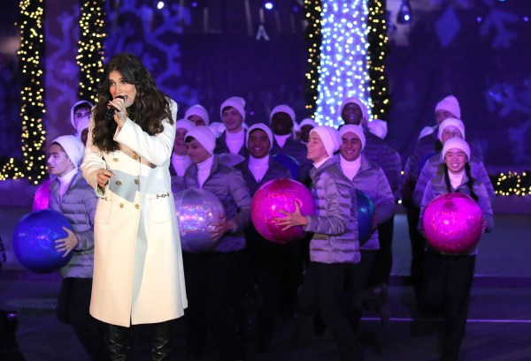 """SAKS and DISNEY Celebrate the Season with Disney's """"FROZEN 2"""" and a Very Special Unveiling Performance by Idina Menzel 1"""