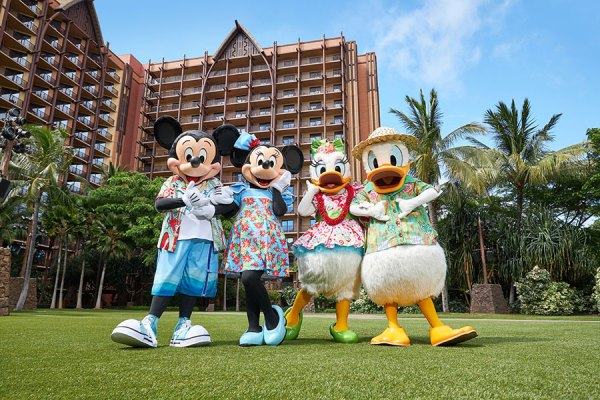 Celebrate the Holidays at Aulani, a Disney Resort and Spa 1