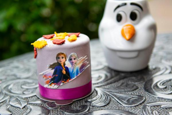 New Frozen 2 Petit Cakes at Amorettes in Disney Springs