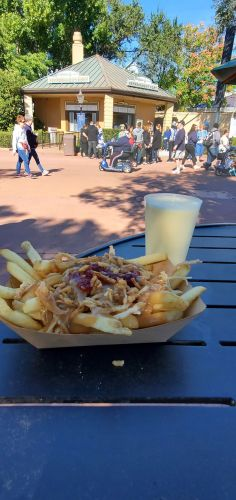 Enjoy Holiday Eats and Drinks at Refreshment Port 3