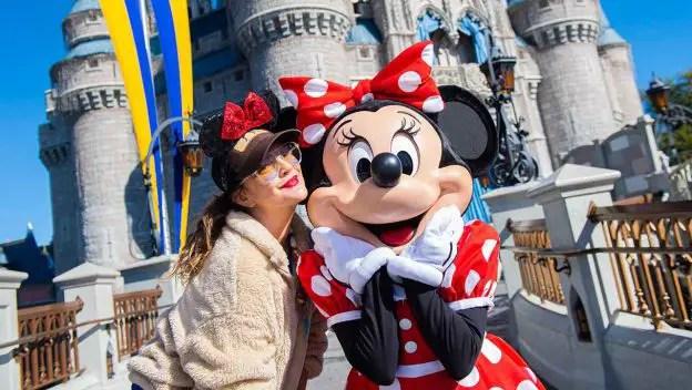 Drew Barrymore Visits Walt Disney World Resort!