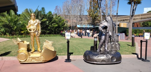 Living Statues Greet Guests at Epcot International Festival of the Arts