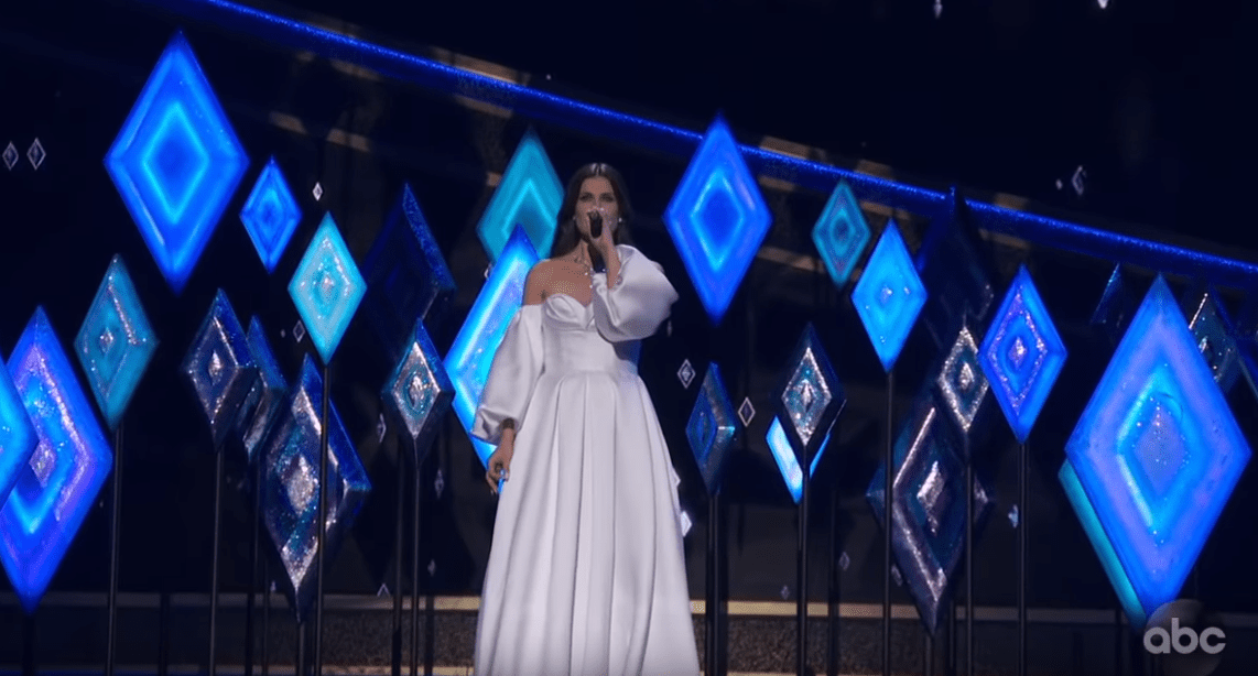 Idina Menzel Performs 'Into the Unknown' Live at Oscars 2020