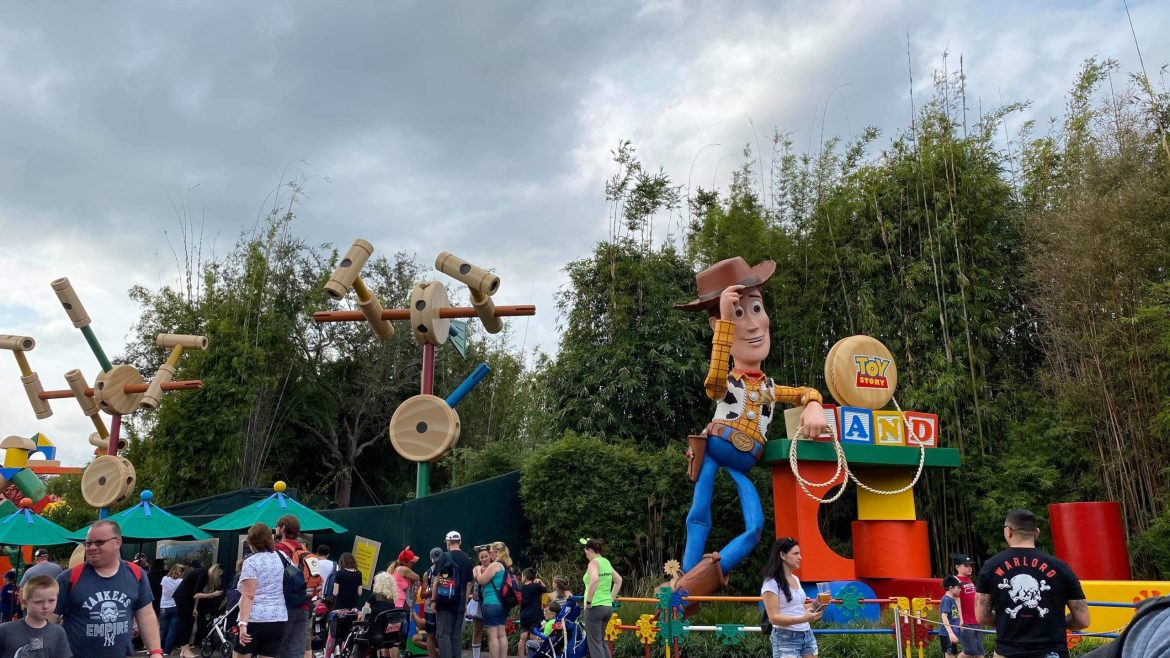 Construction of Roundup Rodeo BBQ in Toy Story Land
