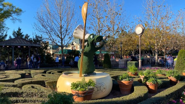 See The New Remy Topiary On Display At Epcot 2