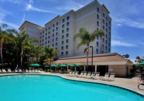 Holiday Inn Anaheim Resort presents The Practically Perfect Package! 2