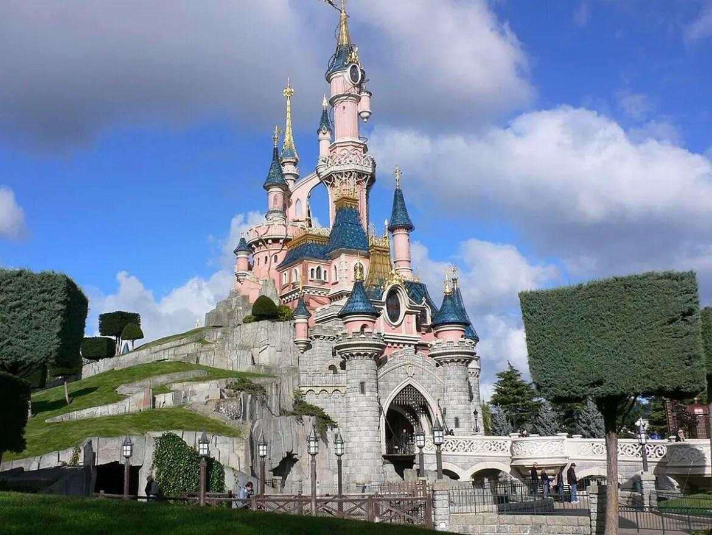 Disneyland Paris Closure Extended Due to Coronavirus!