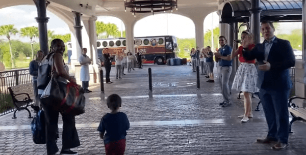 Disney Cast Members Say Goodbye To Last Family Leaving Disney World 1