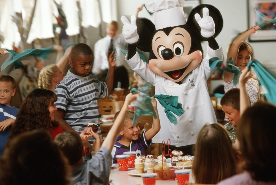 Disney World Cancels Disney Dining Plan and Suspends Character Dining
