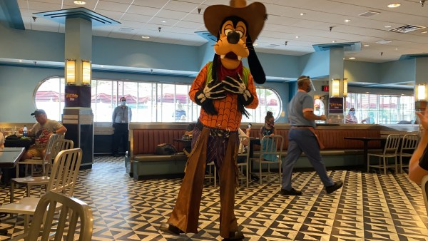 Celebrate Halloween With Minnie At Hollywood & Vine 7