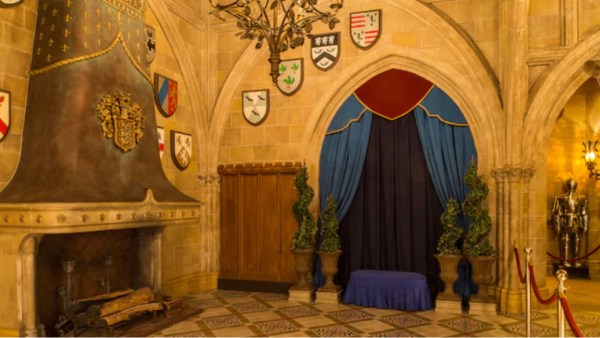 Disney lowers the price of Cinderella's Royal Table due to lack of characters 3