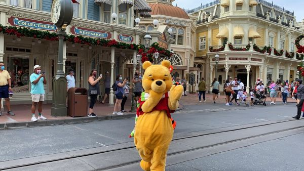 Get into the Christmas Spirit with the Mickey & Friends Holiday Cavalcade 4