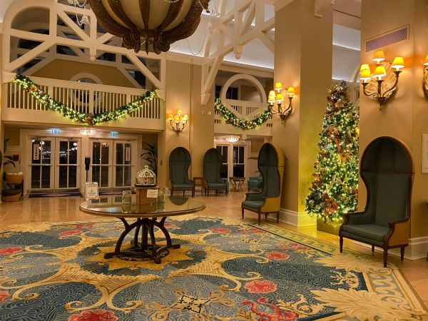 Christmas decorations delight guests at Disney's Beach Club Resort 4