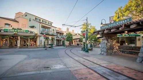Celebrate the Holiday Season at the Disneyland Resort! 1