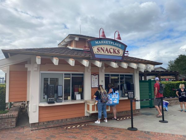 Jolly Holiday Float Available at Marketplace Snacks in Disney Springs 2