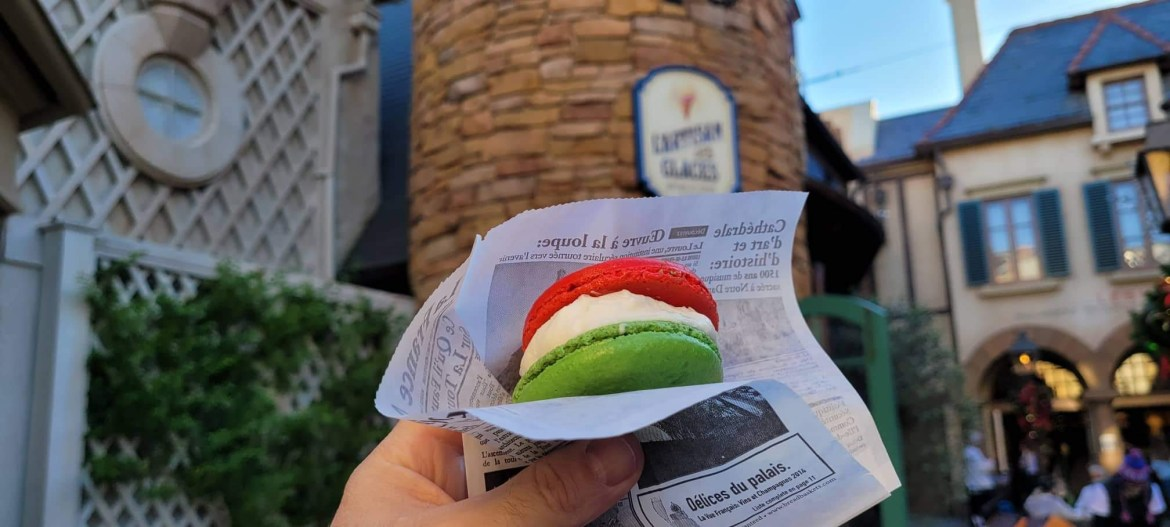 This Holiday Macaron from L'Artisan Des Glaces is a Noël Treat