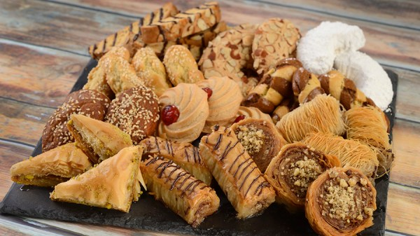 spice road table moroccan sweets