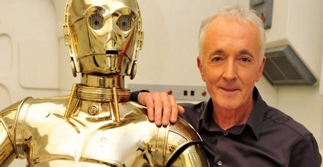 Anthony Daniels with C-3PO statue