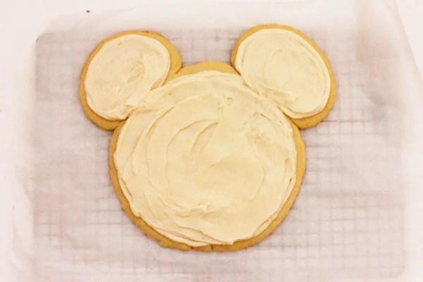 Mickey shaped dessert pizza