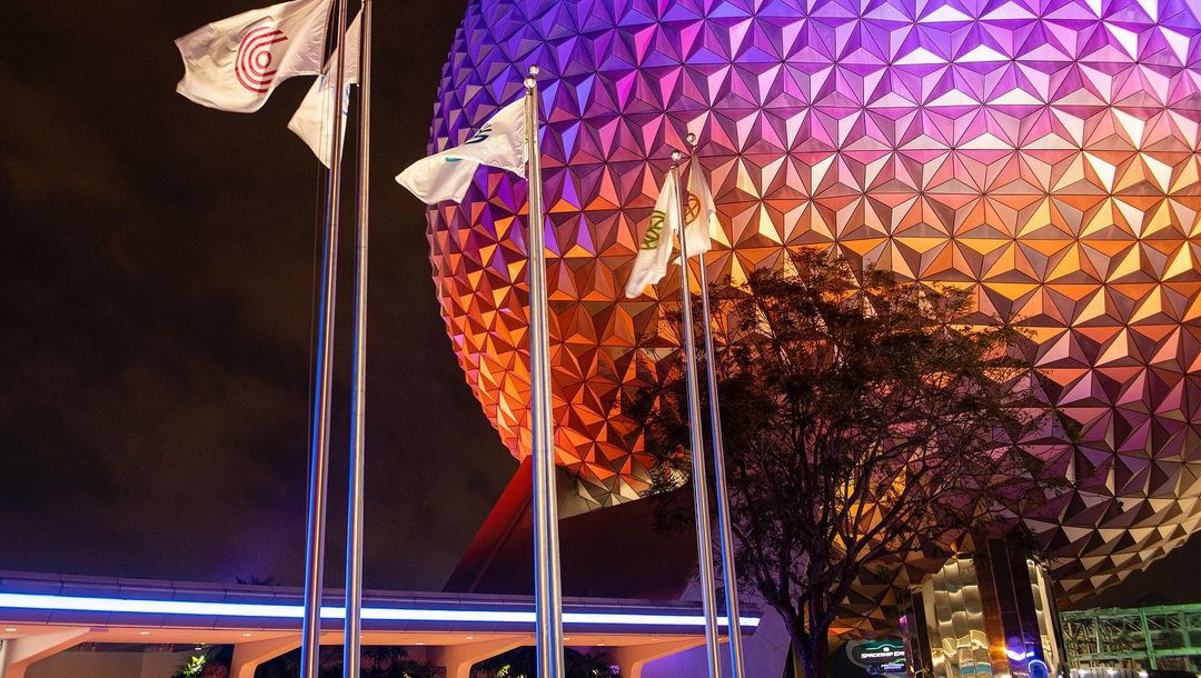 New photos & video of Spaceship Earth's Nighttime Illumination
