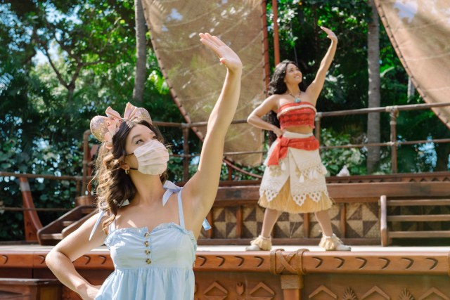 Peyton Elizabeth Lee From Disney+ Original Series, 'Doogie Kamealoha M.D.,' Visits Aulani Resort 2