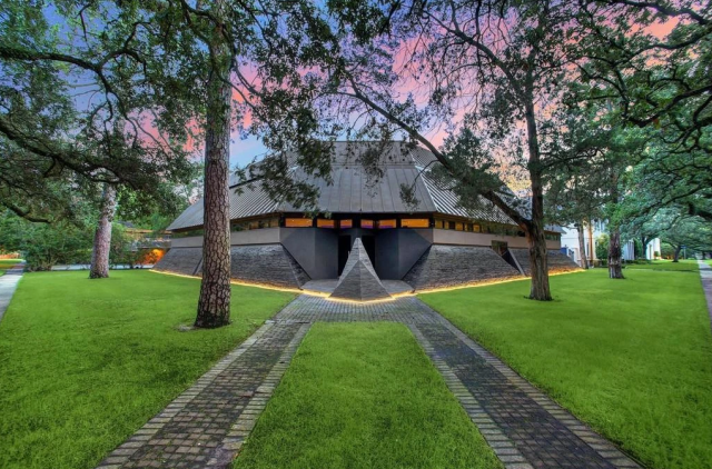 """The """"Darth Vader House"""" is Now on the Market for $4.3 Million 2"""