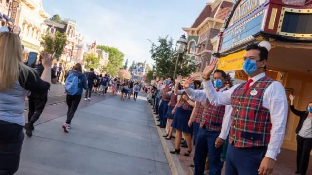 Disneyland to end temperature screenings 2