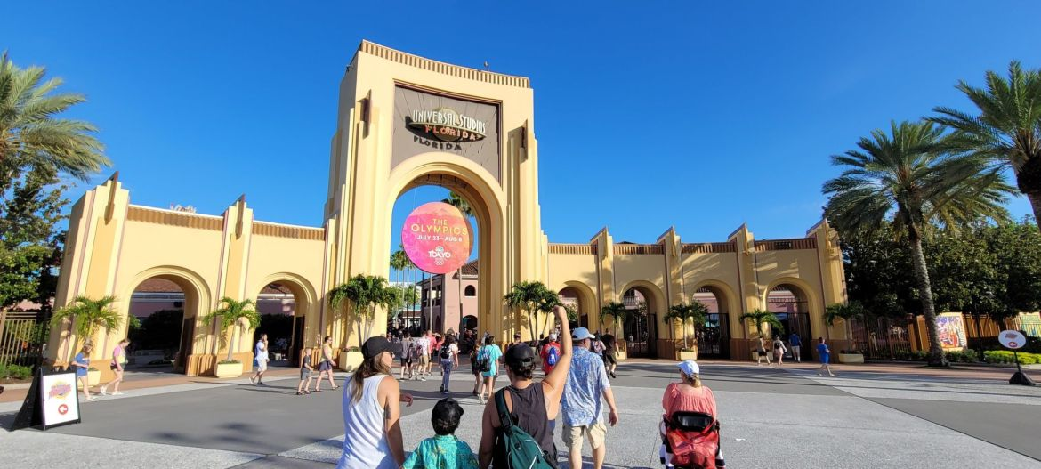 Fully Vaccinated Universal Orlando Team Members No Longer Required to Wear Masks Indoors starting tomorrow