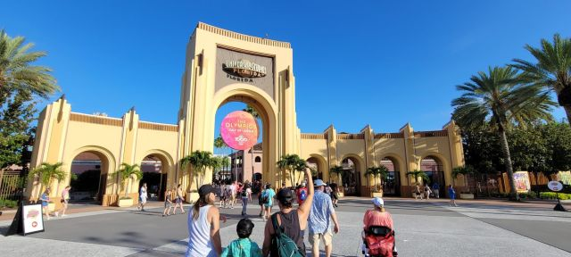 Fully Vaccinated Universal Orlando Team Members No Longer Required to Wear Masks