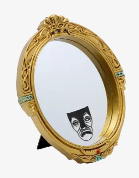 Evil Queen Magic Mirror Casts A Spell 1