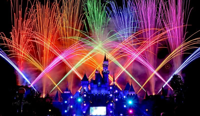 Disneyland extends theme park hours