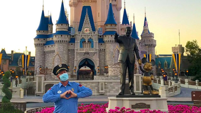Fully Vaccinated Disney World Cast Members No Longer Required To Wear Masks Outdoors 1