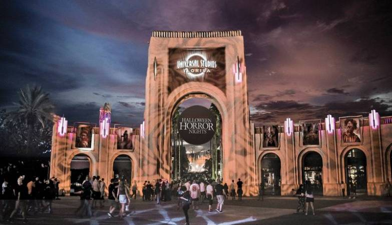 2000 open positions for Halloween Horror Nights