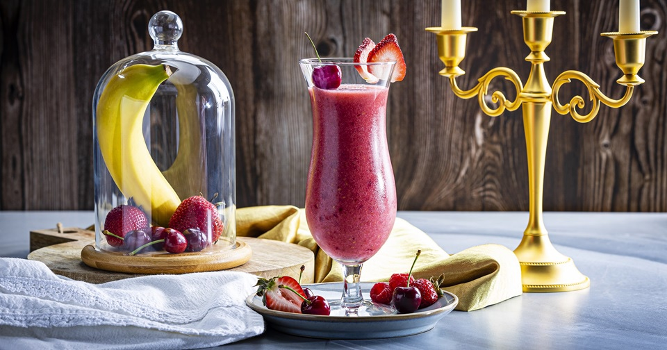 Try This Enchanted Red Rose Smoothie, It's Delicious!