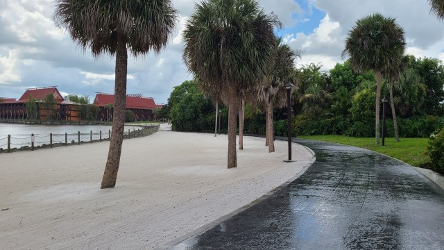 New walkway between Disney's Polynesian & Grand Floridian is now complete 1