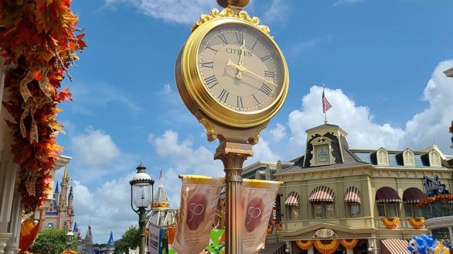 Magic Kingdom clock gets 50th Anniversary Makeover 4