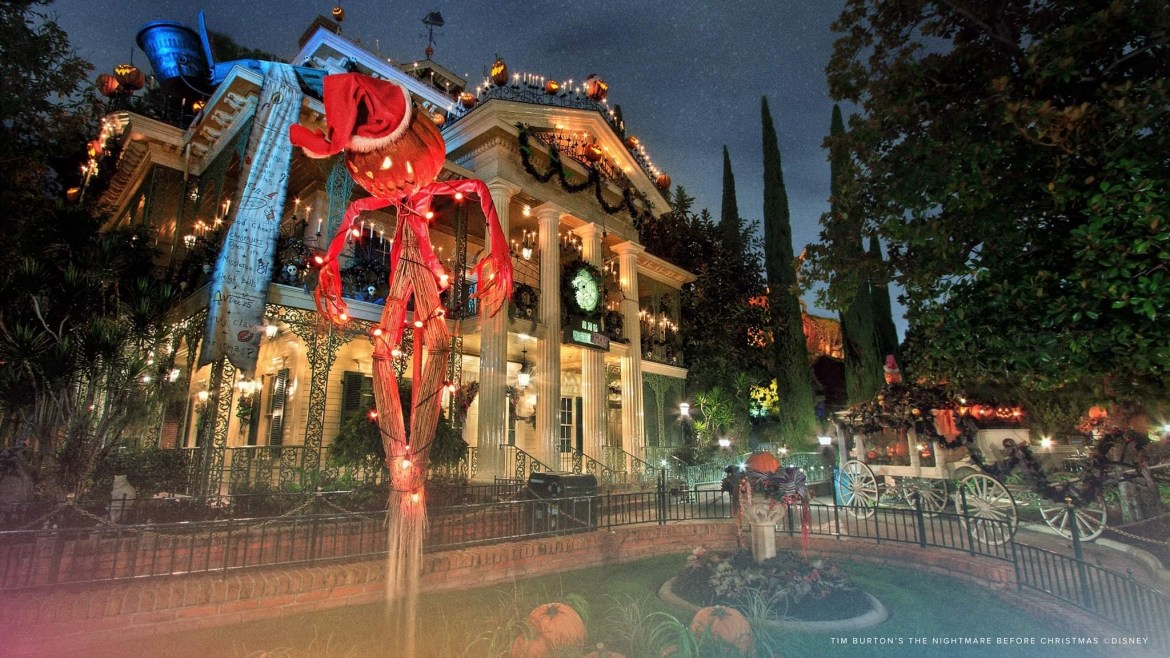 Disneyland Annual Passholders get to enjoy Haunted Mansion Holiday for an extra hour after closing
