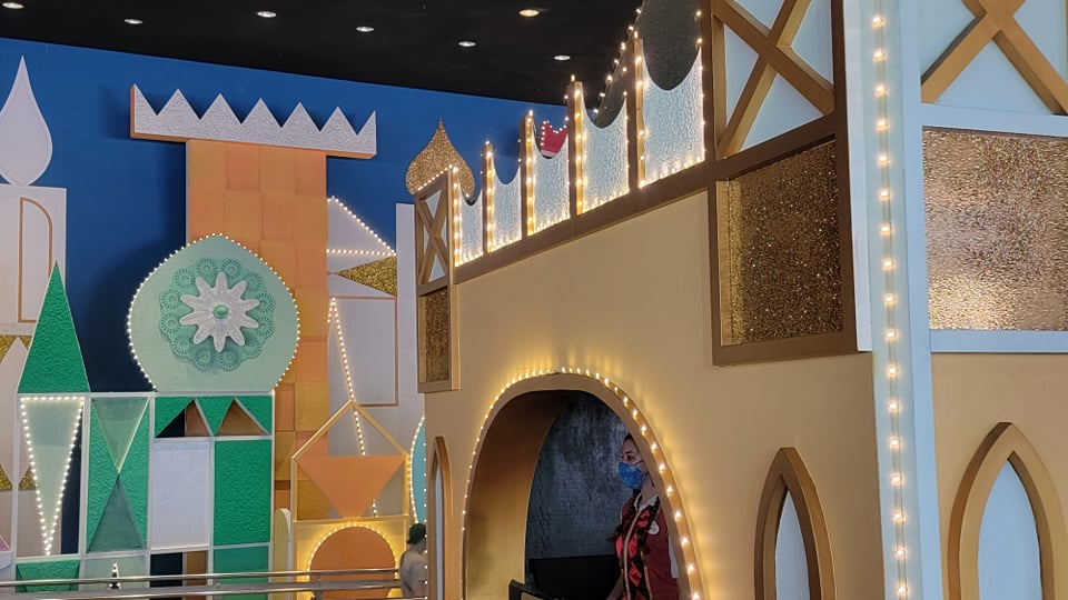 """50th Anniversary Painting Is Now Complete For """"it's a small world"""" 2"""