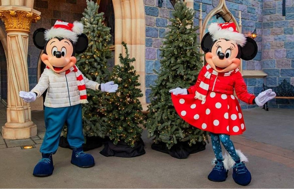 First look at Mickey & Minnie in new Holiday Outfits coming to Disneyland