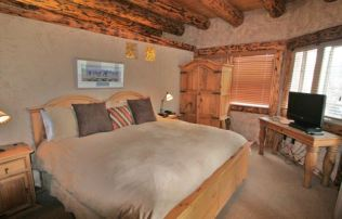 A refined bedroom that is perfect with the wood theme