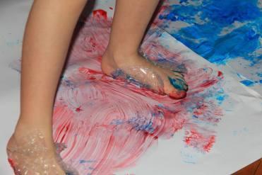 risovanie-nogami-1