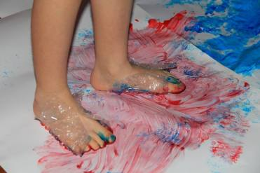 risovanie-nogami-2