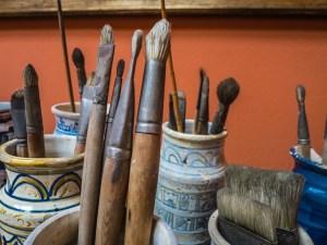 brushes-387545_640