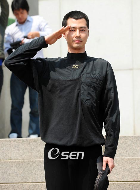 jo in sung goes to the army3