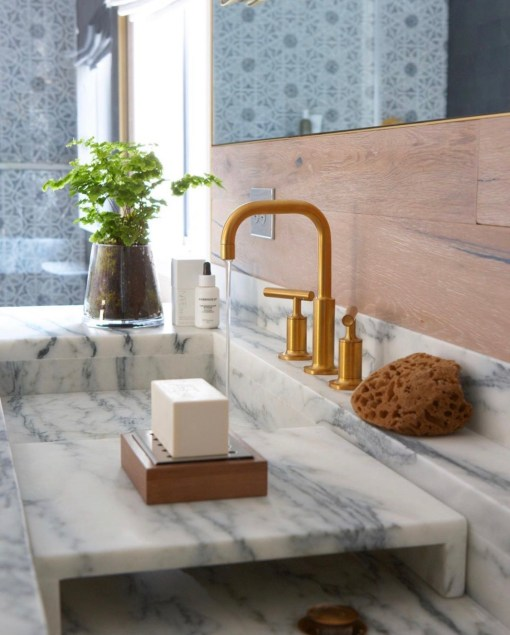How to style a contemporary bathroom
