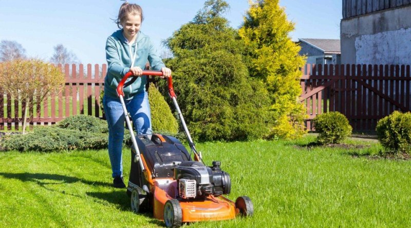 mowing lawns for people in need webthumb 960x540 crop 1 Keep Your Lawn Green In Summer