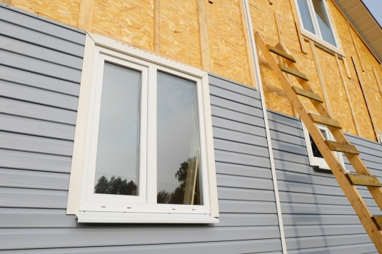 What Is Vinyl Siding? The Pros and Cons of Vinyl Siding