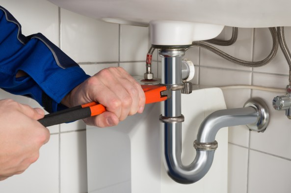 5 Major Signs You Should Call a Plumber