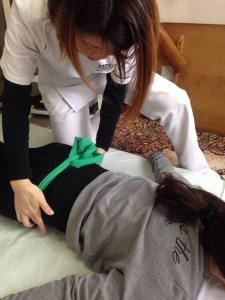 淡路島 腰痛治療 腰痛に悩んでいる人は多いものです。常に痛い人、繰り返し腰痛を起こす人、そのままにしていませんか?きちんと治療しなければいけません。ぜひ、腰痛治療経験豊富な淡路島の整体院ミナクルへご相談ください。