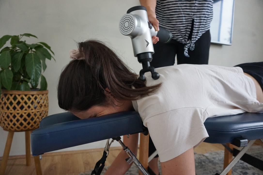 Dr. Nicole (Bulk Bill Chiropractor Fremantle) using the Hypervolt machine